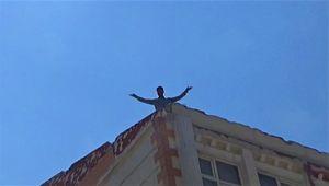 Genci intihardan polis kurtardı