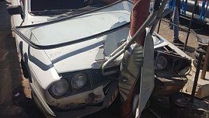 Siverek'te otomobil elektrik direğine çarptı: 4 yaralı
