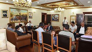 Şanlıurfa valisi yüzlerce vatandaşı makamında ağırladı