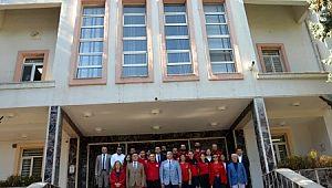 12 kişilik sağlık personel sınır hattına kurulan sahra hastanelerinde görev yapmak üzere Şanlıurfa'ya uğurlandı
