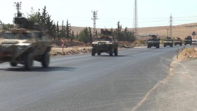 150 araçlık askeri konvoy yola çıktı