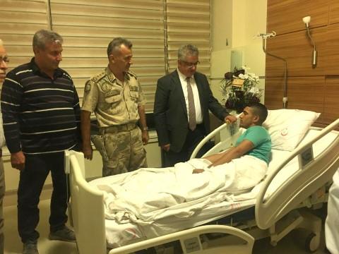 Adıyaman Valisi sınırda yaralanan askeri ziyaret etti