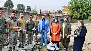 Akçakaleli kadınlar askerlere yemek ikramında bulundu