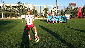 Isparta'nın tek kadın futbol hocası geleceğin yıldızlarını yetiştiriyor