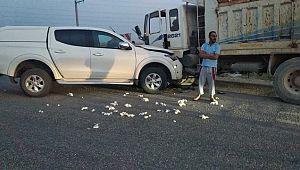 Kamyon ile hafif ticari araç çarpıştı: 2 yaralı