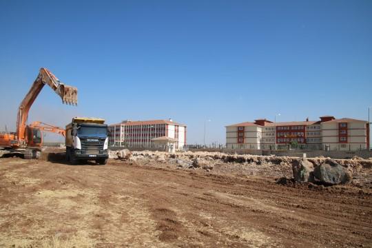 Viranşehir'de okul kampüs yolu asfaltlandı