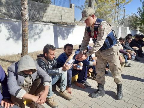 39 kaçak göçmen yakalandı