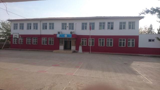 Açık Kapı Birimi köy okulunu boyadı