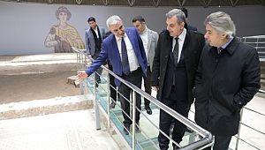 Bakan yardımcısı Demircan, Tarihi alanlardaki çalışmaları inceledi