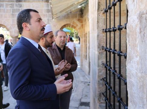 Baydilli'den Şazeli Ali Dede'nin kabrine ziyaret