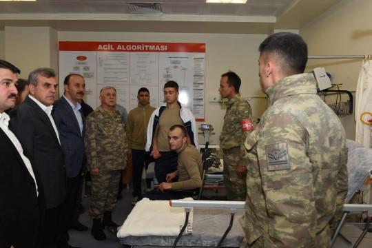 Beyazgül, yaralı askerleri ziyaret etti