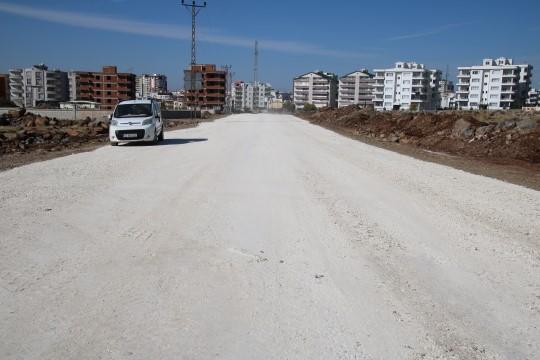 Büyükşehir trafiğe can damarı yeni yollar inşa ediyor