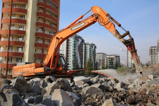 Büyüyen Karaköprü'ye yeni yollar kazandırılıyor