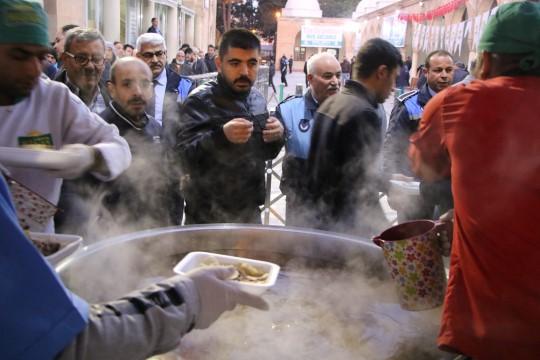 Haliliye Belediyesinden vatandaşlara tirit ikramı(Video)