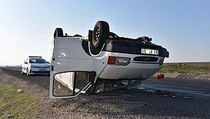 Kontrolden çıkan minibüs takla attı, 2 yaralı