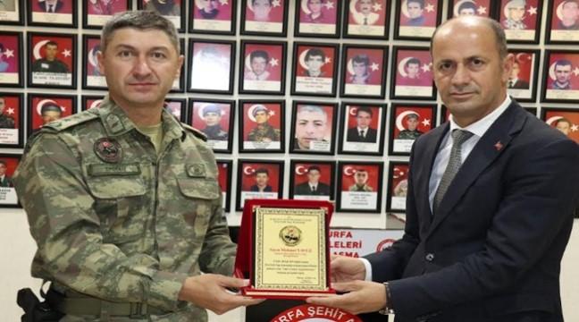 Oktay Ağbuğa'dan Başkan Yavuz'a Plaket