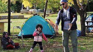 Sonbaharda kampın adresi, Hazar Gölü