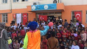 Suriye sınırında telafi eğitimi gören öğrenciler gönüllerince eğlendi