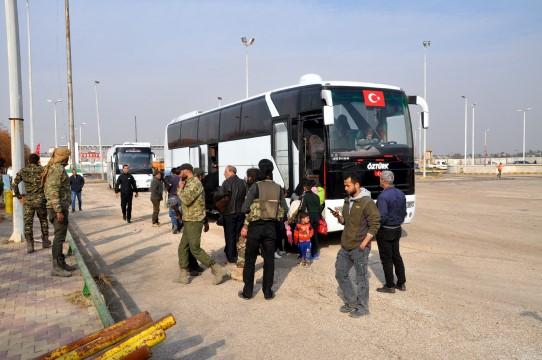 Türkiye'nin Barış Pınarı Harekatı'yla güvenli hale getirdiği Tel Abyad'a dönüşler hızlandı