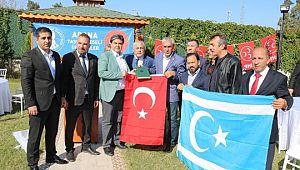 Türkiye, zalimlere karşı erdemin bayrağını taşıyor