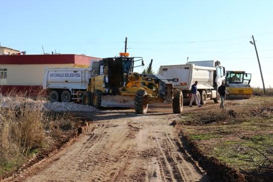 Akçakale'de stabilize yol çalışmaları devam ediyor
