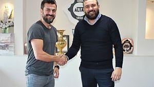 Şanlıurfaspor'un eski çalıştırıcısı Altay'ın yeni teknik direktörü aldı