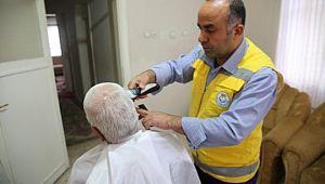 Canpolat, yaşlıların duasını alıyor