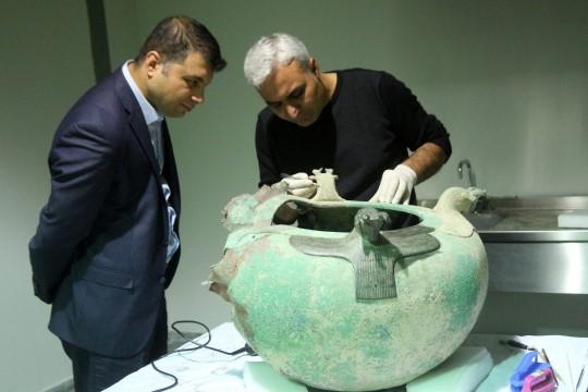 Dünyadaki dört Urartu kazanından biri, tarihi eser kaçakçılarından ele geçirilerek Van'a getirildi