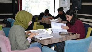 Gençler, Eyyübiye Belediyesi ile geleceğe hazırlanıyor