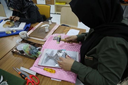 Haliliye Belediyesi kadınları sanatla buluşturuyor