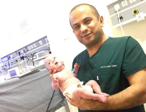 'Parmak bebek' yaşam mücadelesini kazandı