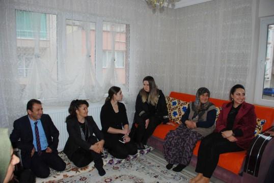 Pekmez'den şehit ailelerine ziyaret