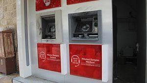 Şanlıurfa'da hırsızlar 2 ATM'den para çalmak için makinelere zarar verdi.