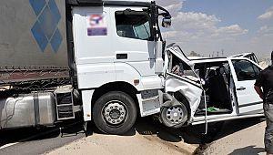 Şanlıurfa'da tır ile otomobil çarpıştı: 7 yaralı