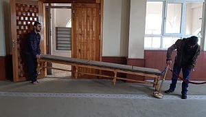 Şanlıurfa'daki camilerde tabure ve sandalyeler kaldırılıyor