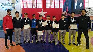 Şanlıurfa'nın Hilvan ilçesinde düzenlenen Anadolu Yıldızlar Güreş Ligi