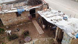Akçakale belediyesi ihtiyaç sahibi kullanılamaz durumdaki evinin tamiratını yaptı