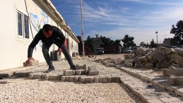Akçakale belediyesinden okul bahçesine parke taşı (Videolu Haber)