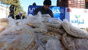 Akçakale'de 3 bin aileye 6 bin paket ekmek (Videolu Haber)