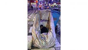 Çöp arabasında uyuyan çocuk gündemde.