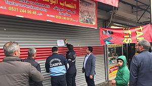 Eyyübiye belediyesi, kaçak ve izinsiz deve kesimi yapan işyerini mühürledi.