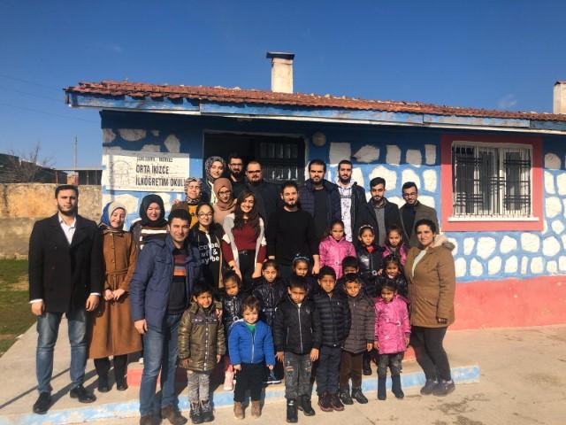 Harran Üniversitesi'nden 3 Köy Okulundaki Öğrencilere Giyecek Yardımı