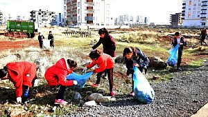 Öğrenciler daha temiz bir şehir için kolları sıvadı