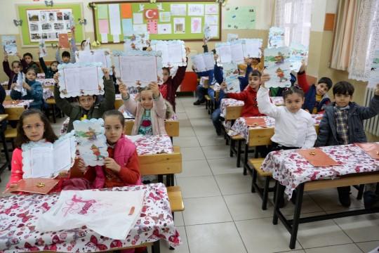 Şanlıurfa'da 649 bin 828 öğrenci karne heyecanı yaşadı