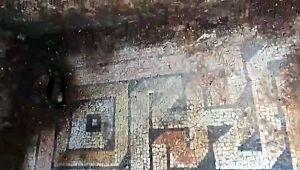 Tarihi mozaiği tahrip eden kaçak kazıcılar polise yakalandı