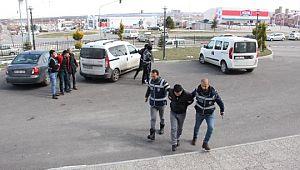 Telefon dolandırıcısı 3 kişiyi kıskıvrak yakalandı