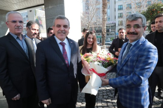 Bağlı büyükşehir belediyesini ziyaret etti (Videolu Haber)
