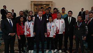 Canpolat şampiyonlarla birlikte Cumhurbaşkanı Erdoğan'ı ziyaret etti