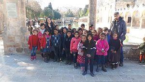Dezavantajlı Bölgelerde Yaşayan Çocuklara Kültür Gezisi Düzenliyor.