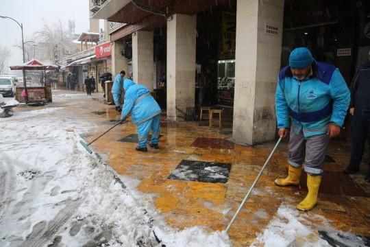 Eyyübiye belediyesi ekiplerinden kar nöbeti (Videolu Haber)